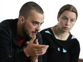 Lukáš a Romana Šimkovi vysvětlují v květnu 2012 na frýdecko-místeckém soudu, proč brali evropské dotace na cizí polnosti.