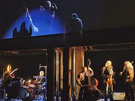 Plastic People Of The Universe během premiéry hry Rock'n'roll v Národním