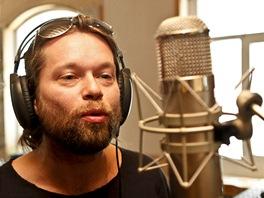 Richard Krajčo z kapely Kryštof u mikrofonu v nouzovském studiu Sono při...