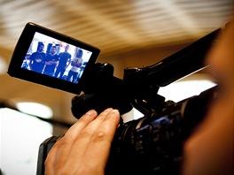 Kapela Kry�tof d�v� televizn�mi �t�bu rozhovor v nouzovsk�m studiu Sono p�i