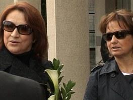 Na pohřeb Michala Peška dorazily Zlata Adamovská i Veronika Freimanová.