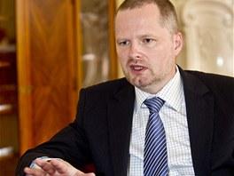 Ministr �kolstv� Petr Fiala p�i rozhovoru pro MF DNES (17. kv�tna 2012)