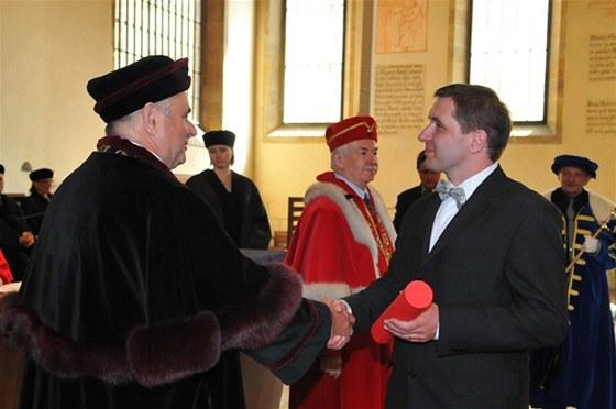 Předávání diplomů novým absolventům studia MBA na Pražské mezinárodní