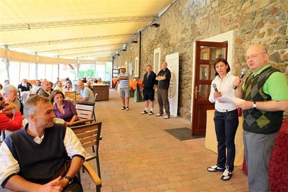 Vyhlašování výsledků golfového turnaje studentů a absolventů studia MBA na