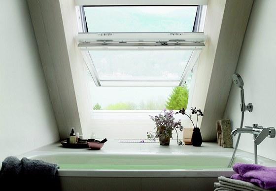 Koupelna je osazena dvěma střešními okny nad sebou. Díky tomu si Barbora