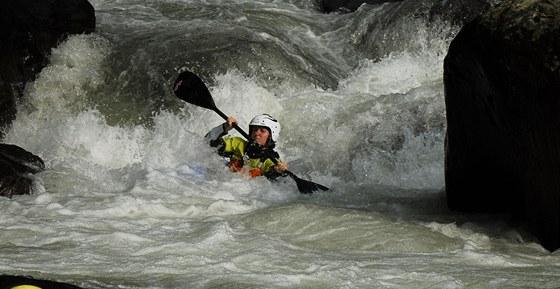 Lucie Šedivá v těžší pasáži na řece Mana