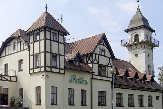 Petřín v Jablonci nad Nisou. Pod ním je město jako na dlani.