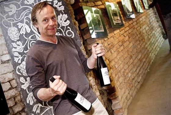 Herec Karel Roden představil ve Vinné galerii v Brně nový ročník vlastních vín.