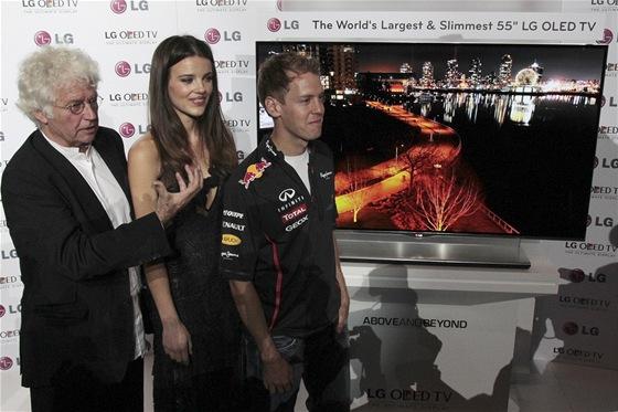 """Annaud, Sandersová a Vettel u 55"""" OLED TV LG"""