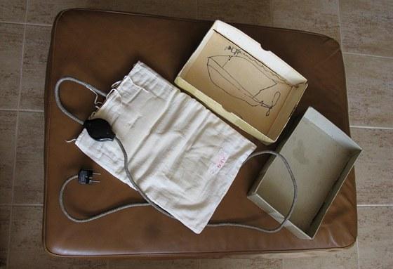 Mladý tvůrce použil misto skicáře krabici elektrické dečky.