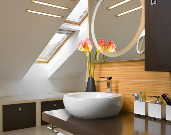 Ložnice i koupelna mají zajímavě řešené osvětlení pomoci LED diod i střešních