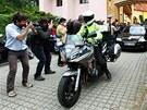 Policejn� automobil s Davidem Rathem odj�d� z are�lu Spiritka v Praze (22.