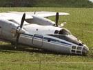 Na letišti u Čáslavi havaroval při přistání ruský vojenský letoun Antonov An-30