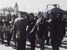Kv�ten 1940: Náv�t�va generála Rudolfa Viesta u telegrafního praporu...