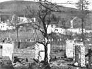 Podobný osud jako Lidice čekal malou osadu Ležáky na Chrudimsku. Němci zabili