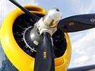 První expempláře jednomotorového bombardéru pro tříčlennou posádku se testovaly od srpna 1941, tedy krátce před napadením americké flotily v přístavu Pearl Harbour. První bojové nasazení stroje se skládacími křídly přišlo během června 1942 při bitvě letadlových lodí u ostrova Midway.