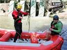 Nácvik záchranářské akce hasičů ve spolupráci s Vodáckou školou záchrany na