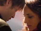 Mads Mikkelsen a Alexandra Rapaportová ve filmu Jagten (Lov) režiséra Thomase
