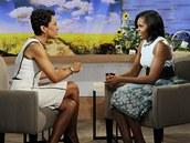 Michelle Obamová (vpravo) a moderátorka Robin Robertsová při talk show Dobré