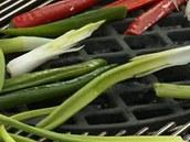Zeleninu vložte na gril.