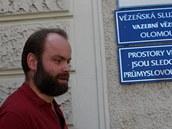 Roman Smetana opou�t� olomouckou v�znici.