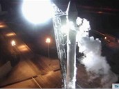 Raketa Falcon 9 připravena k úternímu letu s modulem Dragon k ISS.