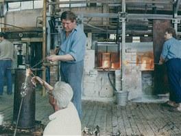 Výroba skla neustala v harrachovské sklárně ani po roce 1948.