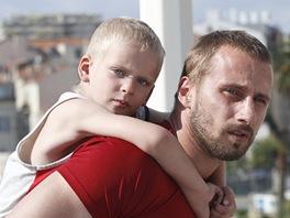 Matthias Schoenaerts (vpravo) ve filmu Rust and Bone(dříve Rez a kost, nyní Na...