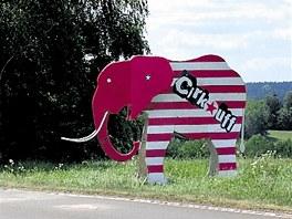 Na druhý ročník festivalu Cirk-UFF láká i poutač dvorské zoo před Trutnovem.