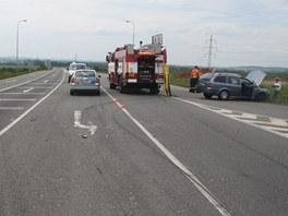 Řidička škodovky nedala na křižovatce přednost nákladní tatře jedoucí po hlavní...