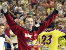 Petr Štochl (v červeném brankářském dresu) a jeho spoluhráči z Berlína se
