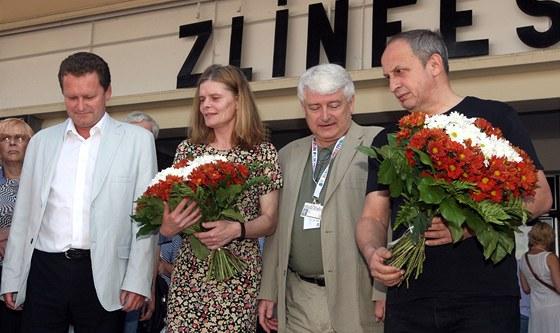 Zuzana Bydžovská a Jan Kraus u svých hvězd na zlínském chodníku. Doprovázejí je