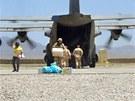 Americký hercules na letišti lógarské základny Shank (28. května 2012)