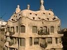 Gaudí koncipoval svou stavbu jako lidské tělo pokryté kůží, tu představovaly