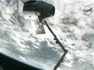 Modul Dragon před odletem o ISS