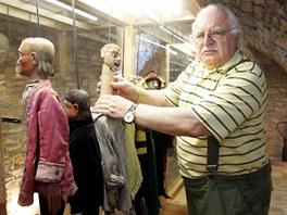 Milan Knížák v novém muzeu loutek ve Štramberku.