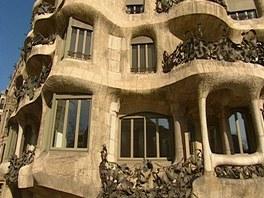K výrobě balkonových zábradlí byl použit železný odpad.