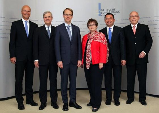 Sou�asn�  (rok 2012) p�edstavenstvo n�meck� Bundesbanky: (zleva) Carl-Ludwig