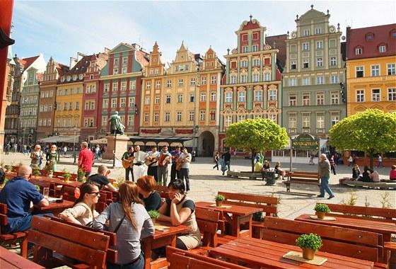 NA RYNKU. Hlavní náměstí má prozaický název Rynek čili náměstí. Je opravdu