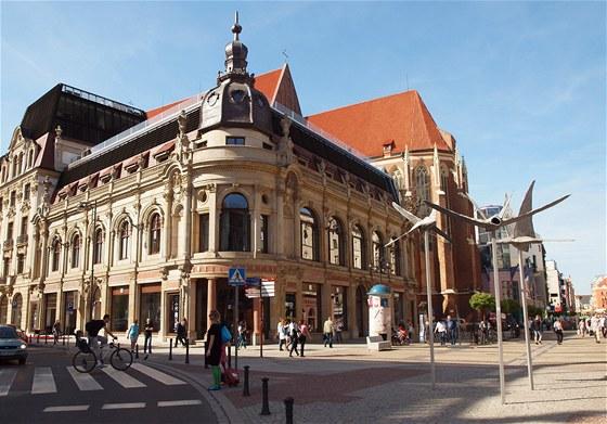 TADY BYDL� HR��I. Hotel Monopol je nejlep�� adresa ve Vratislavi a p�esn� na n�