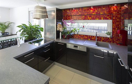 N�vrh kuchyn� sv��ili majitel� kuchy�sk�mu studiu.