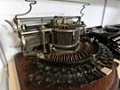 Psací stroj Hammond z konce 19. století