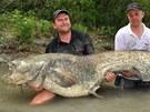 Typický rybářský postoj, na sumce ale musí být nejméně dva.