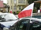 Vlaječky na autech v polské Kudowě Zdróji. (4. června 2012)