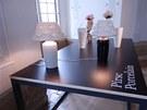 Stolní lampy Daniela Piršče vypadají jako polstrované, ale jsou z porcelánu.