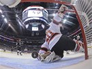 Martin Brodeur, gólman New Jersey Devils, inkazuje gól z čepele Anžeho Kopitara