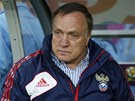 P�ED Z�PASEM. Nizozemsk� tren�r rusk�ch fotbalist� Dick Advocaat p�ed duelem s