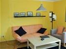 Ob�vac� pokoj je dopln�n� �ernou barvou.