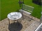 Grilovací místo – nerezová ocel se do zahrady báječně hodí.