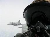Elitn� �e�t� letci s letouny Jas-39 Gripen na cvi�en� Arctic Tiger v Norsku